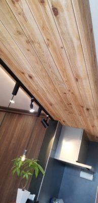 施工事例 増築リフォーム 下がり天井 木目柄のクロス